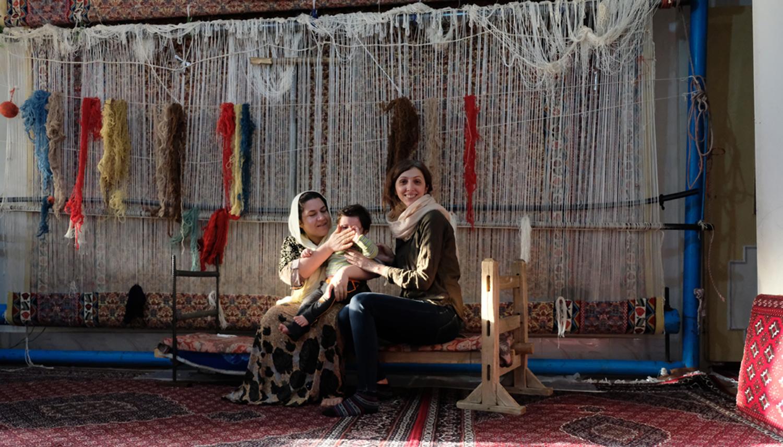Reyhane with a Senne gelim weaver in Naysar, Sanandaj, Iranian Kurdistan, taken by Saadat Aslani in January 2019; photo credit to Reyhane Mirabootalebi and the UD PSP.