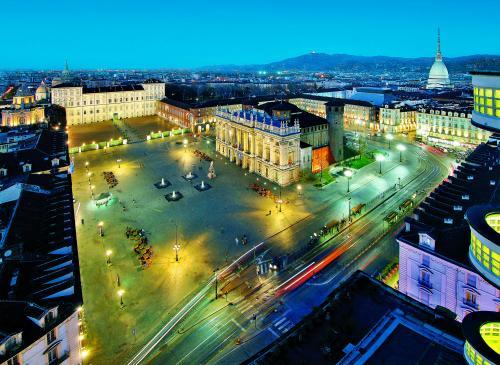 Turin - Piazza Castello © Enrico Aretini