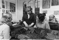 Karen Finch working with students at the Textile Conservation Centre. © Textile Conservation Foundation