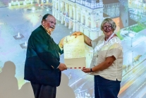 Tom Chase receives honorary fellowship from Sarah Stanniforth. Photo Mikkel Scharff