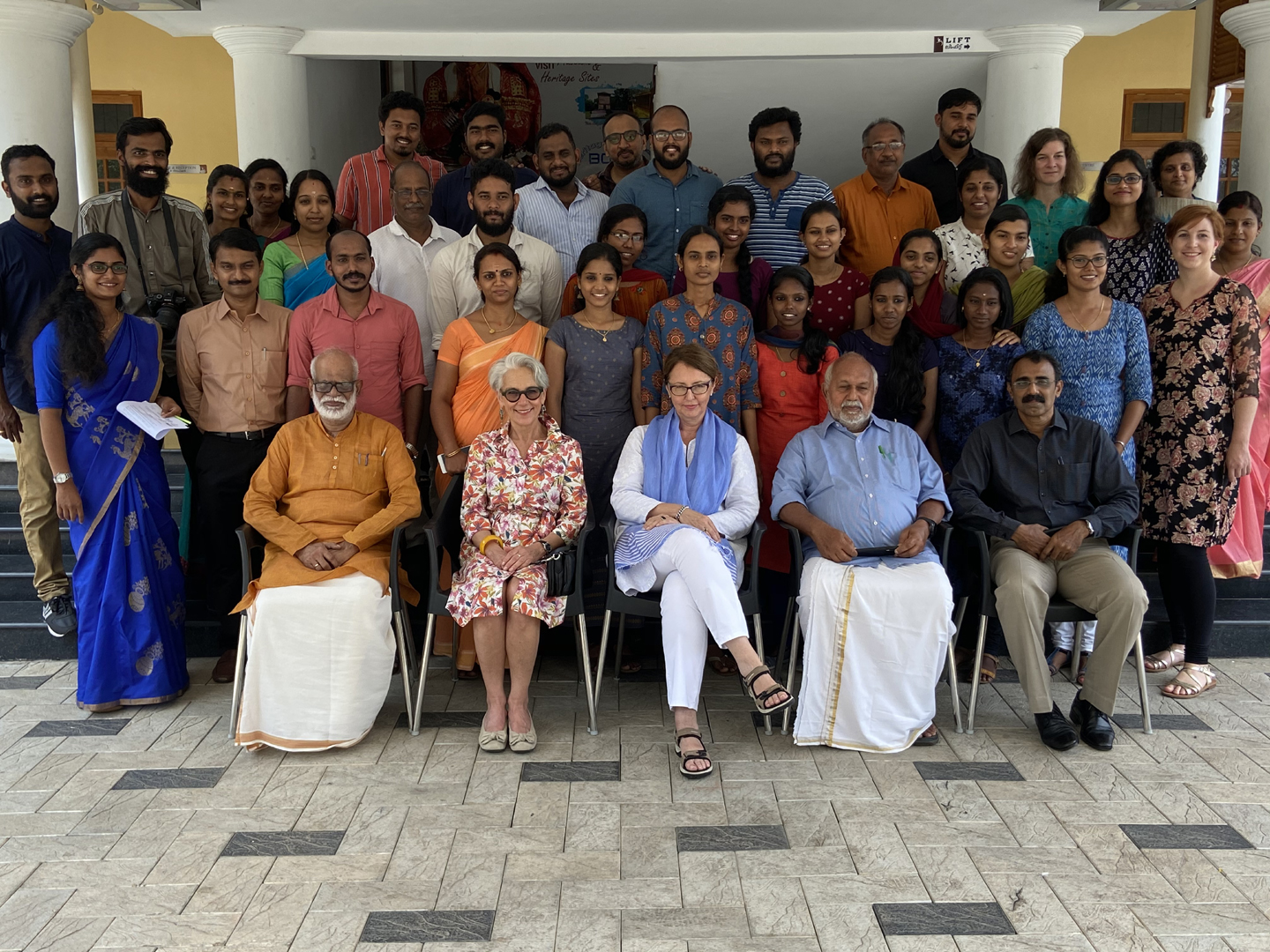 Group photo of the workshop organisers and participants. © Muziris Projects Limited, photo by Sarath Jayan.