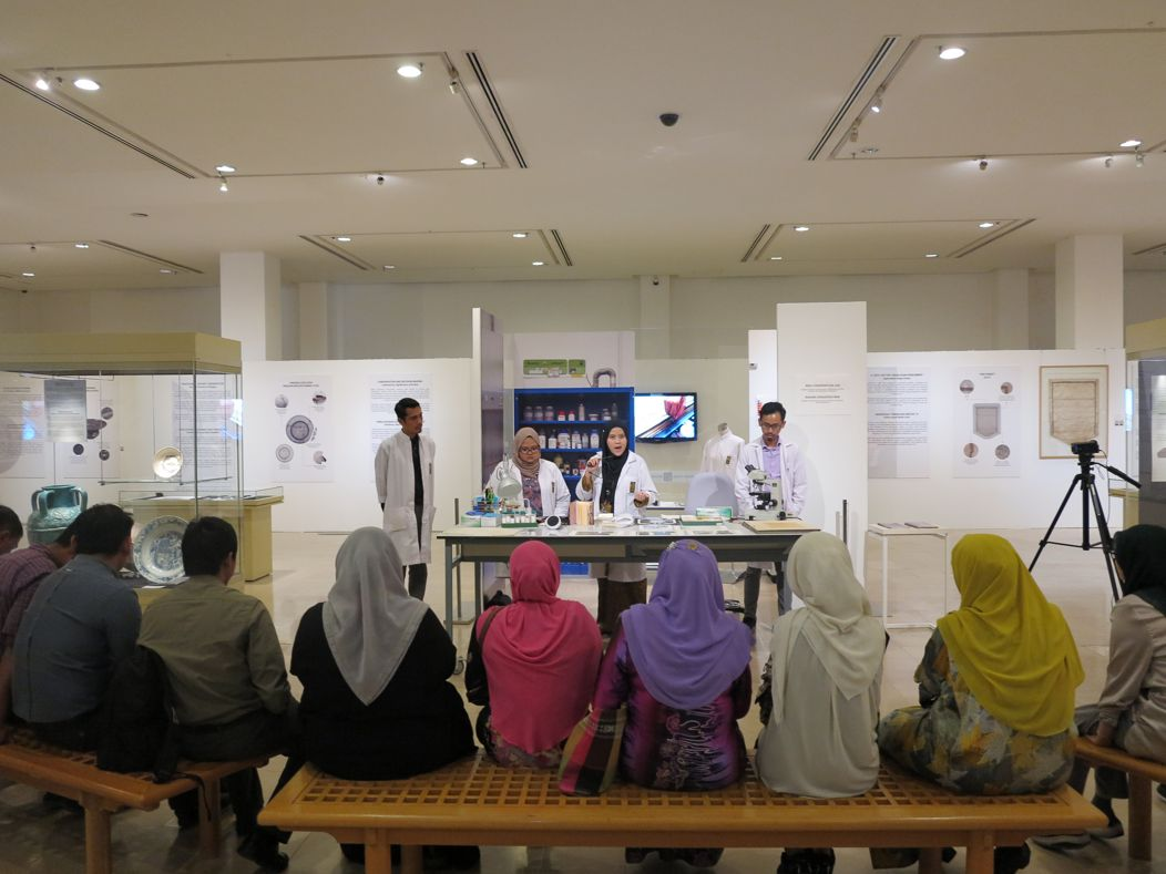 Demonstration as part of the IAMM Conservation Exhibition ©Islamic Arts Museum Malaysia