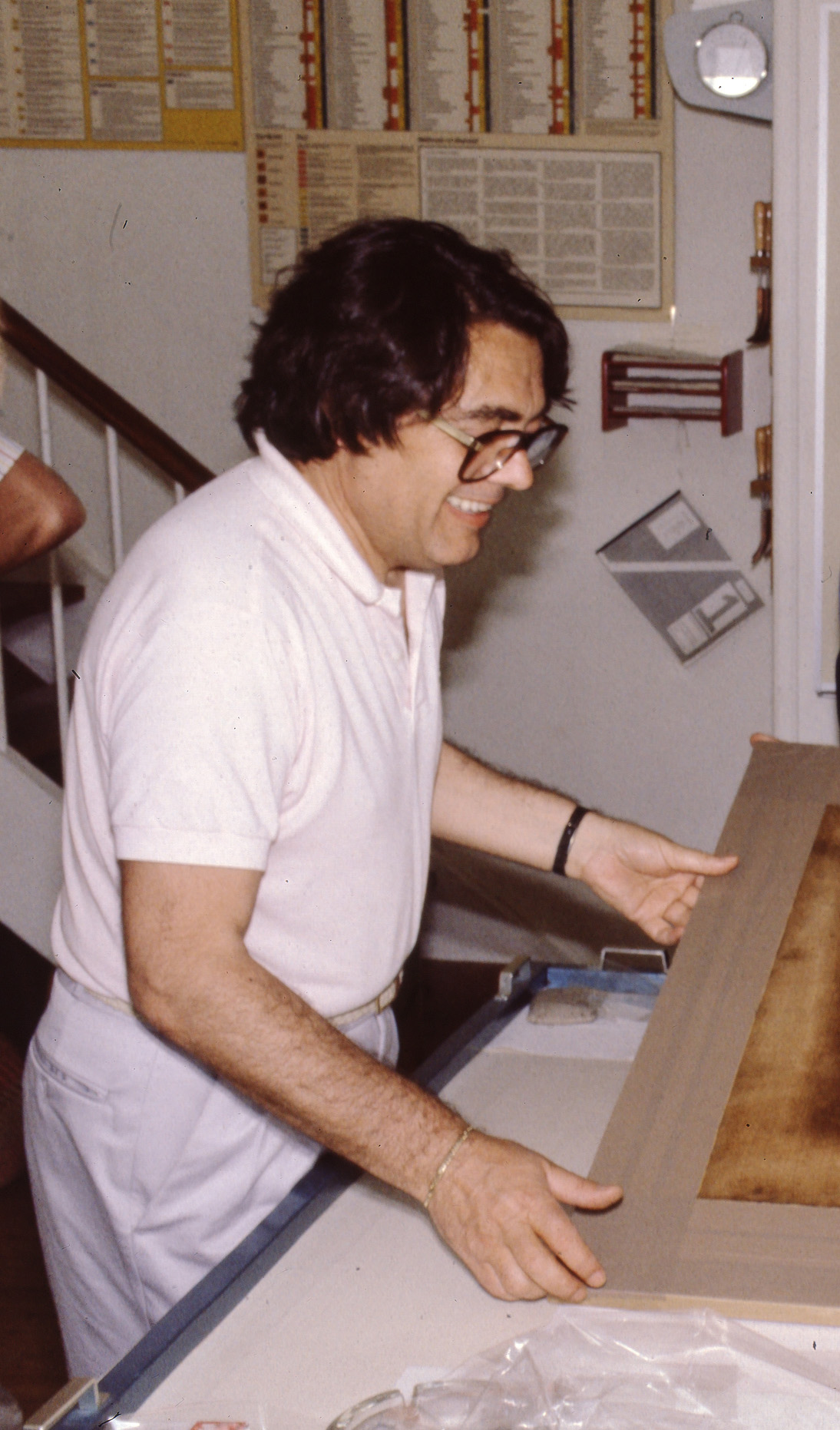 Puccio Speroni lecturing in an international summer school workshop (part of a series of workshops organized by and held at the School of Conservation and supported by ICCROM and The Getty) on structural treatments of canvas paintings in 1986. Image courtesy of Mikkel Scharff.