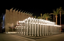 """Chris Burden Urban Light, 2008, Los Angeles County Museum of Art, The Gordon Family Foundation's gift to """"Transformation: The LACMA Campaign"""" (M.2007.147.1-.202) Photo © Museum Associates/ LACMA"""